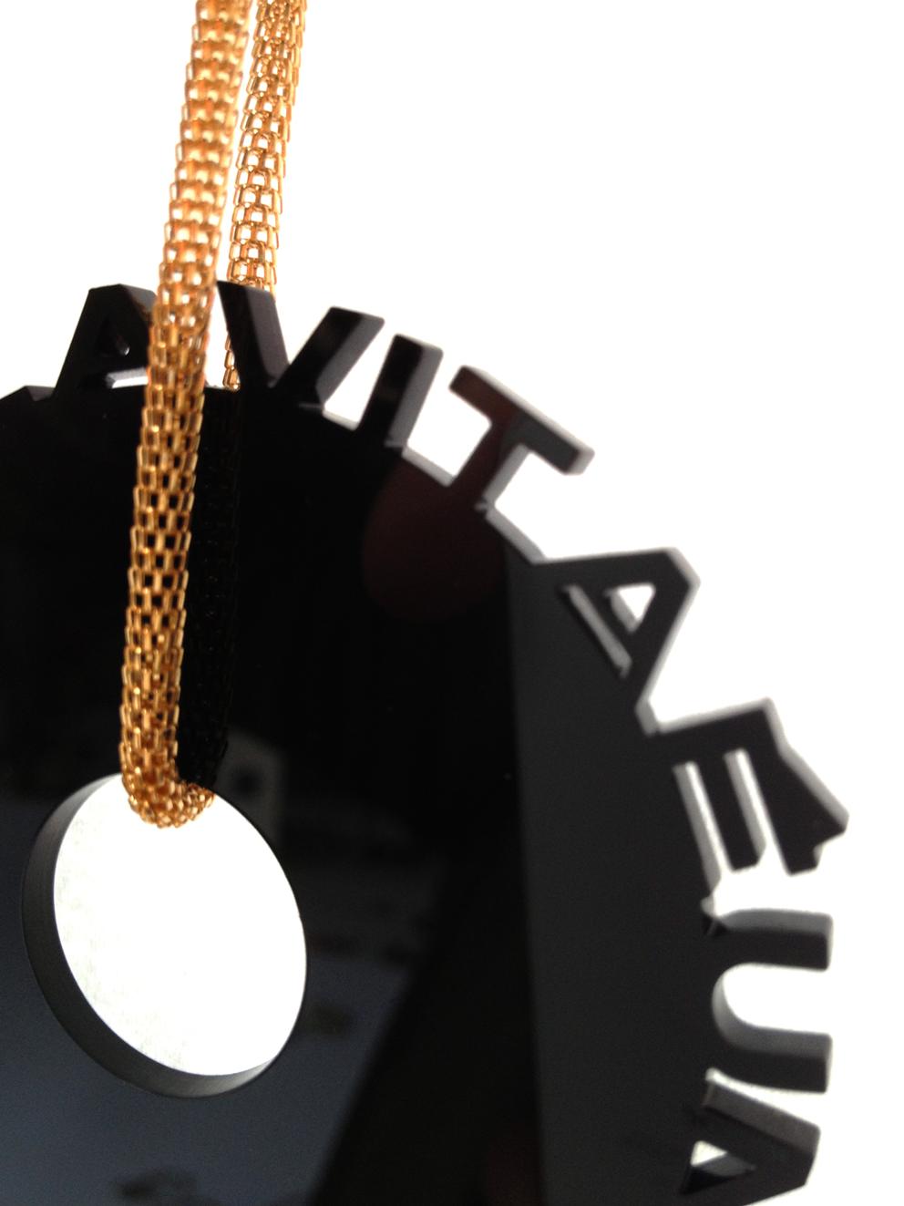 Esempio di collana con massimo 9 scritte con catena lunga