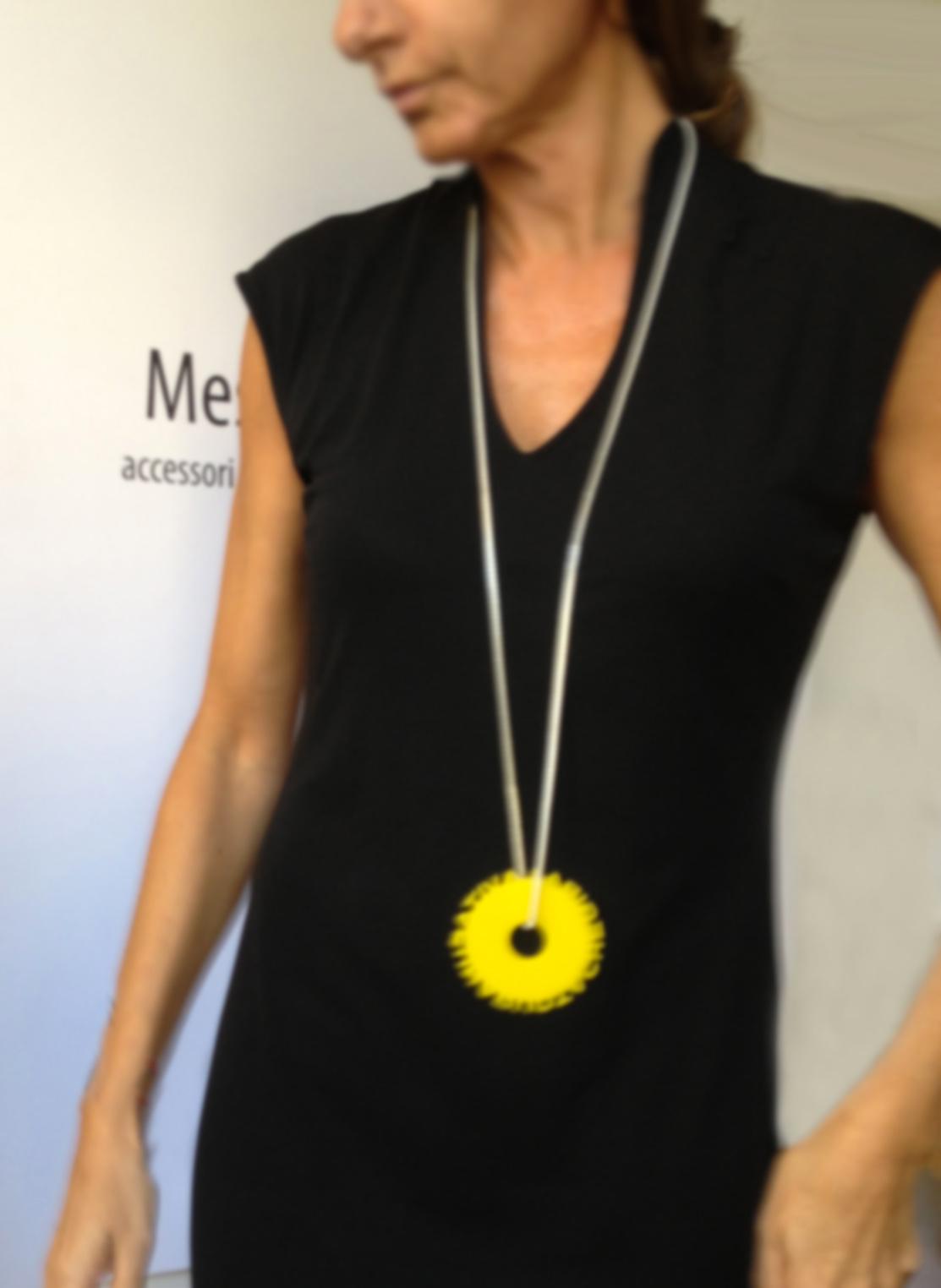 Esempio di collana indossata