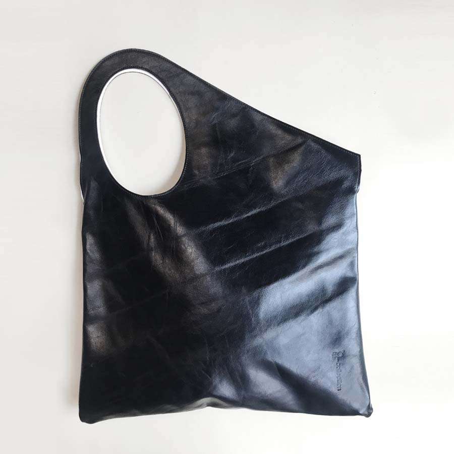 pelle-nero-chiusa